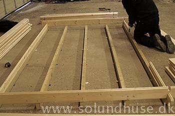 Samling af rammen samt opkiling af redskabshus fra Sølund Huse